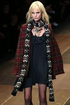 Saint laurent runway for the fall/winter ready to wear collection - seattle grunge Clueless Fashion, 90s Fashion, Paris Fashion, Runway Fashion, High Fashion, Fashion Outfits, Fashion Trends, Heroin Chic, Haute Couture Style