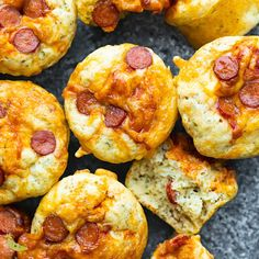 Soft + Cheesy Pepperoni Pizza Puffs Pepperoni pizza puffs recipe are a soft, savory muffin with all the flavors of pizza. Perfect for a kid-friendly snack, packed lunch, or for meal prep. Savory Muffins, Savory Snacks, Yummy Snacks, Yummy Food, Pizza Snacks, Pepperoni Pizza Puffs, Pizza Buns, Pepperoni Recipes, Pizza Pizza