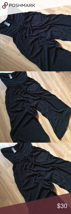NWT Aerie jumper Ties at top and flows to ankle perfect with heels. aerie Pants