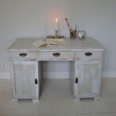 Vackert antikt skrivbord Corner Desk, Vanity, Interior, Furniture, Vintage, Home Decor, Corner Table, Dressing Tables, Powder Room