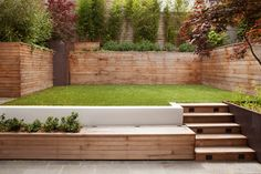 back yard transition Steep Gardens, Small Courtyard Gardens, Terrace Garden, Outdoor Gardens, Small Gardens, Modern Backyard, Modern Landscaping, Backyard Landscaping, Sleepers In Garden