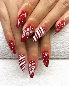 28 Most Beautiful and Elegant Christmas Stiletto Nail Designs; re… 28 Most Beautiful and Elegant Christmas Stiletto Nail Red Christmas Nails, Xmas Nails, Holiday Nails, Red Nails, Christmas Candy, Xmas Nail Art, Holiday Candy, Green Christmas, Santa Christmas