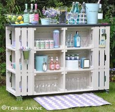 table for garden - 16 ideas for decorative and useful garden table Bar table for garden - 16 ideas for decorative and useful garden table Bar table for garden - 16 ideas for decorative and useful garden table DIY outdoor bar 14 Diy Garden Bar, Garden Table, Garden Design, Pallett Garden, Diy Bar, Diy Outdoor Bar, Outdoor Decor, Outdoor Garden Bar, Wood Pallets