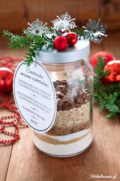 DIY Cookies in a Jar with Free Printable Label - Perfect, Sweet Gift. Printable Labels, Free Printables, Diy Gifts, Handmade Gifts, Cookie Jars, Christmas Presents, Diy And Crafts, Table Decorations, Creative