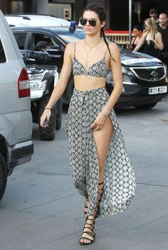 kendall jenner look cropped snake printed