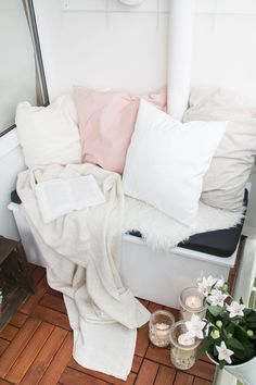Mit dieser DIY Sitzbox schafft ihr Ordnung auf dem Balkon. Ihr könnt sie mit meiner DIY-Anleitung ganz leicht selbst bauen und Stauraum schaffen.