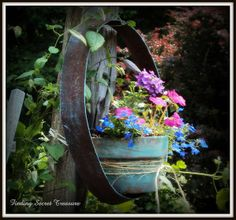 Decorating my yard...Budget friendly way to bring color to your landscape, use your JUNK!