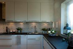 Look at that backsplash Tiles, Kitchen Tiles, Kitchen Cabinets, House, Kitchen, Home, Dream Kitchen, Cabinet, Home Decor