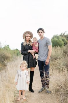 Abigayle Pasley Photography Family Photoshoot Colorado Photographer Fall Family Photos Family outfits for photos. Family Photo Colors, Family Picture Outfits, Fall Family Photos, Family Pictures, Baby Pictures, Nashville Photographers, Family Photography, Photography Outfits, Lifestyle Photography