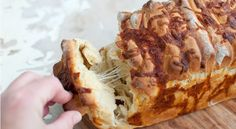 A delicious cheesy bread loaf with both cream cheese and mozzerella, inside and on the top. Serve fresh from the oven and let your guests dig in. A Food, Food And Drink, Mozzerella, Grated Cheese, Pull Apart, Cheesesteak, Scones, Pesto, Bread Recipes