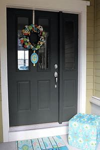 Front Door Paint Colors - Want a quick makeover? Paint your front door a different color. Here a pretty front door color ideas to improve your home's curb appeal and add more style! Teal Front Doors, Best Front Door Colors, Teal Door, Front Door Paint Colors, Painted Front Doors, Front Door Design, Front Door Decor, Colored Front Doors, Door Entryway