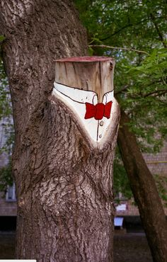 The most well dressed, dapper stump we have ever seen lounging in the woods. Painted by0331cfrom Russia.