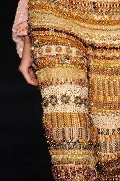 Contagem regressiva para o desfile de R. Rosner + Guilhermina - Veja no blog a marca registrada de Rosner como criador de moda: o impressionante refinamento, o preciosismo dos materiais, a sofisticação conceitual e a riqueza de cada mínimo detalhe!
