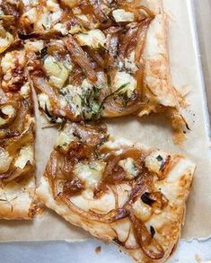 Caramelized Onion Tart with Gorgonzola and Brie: crispy savory tart made with puff pastry, caramelized onions, and gorgonzola and brie cheeses. Crispy savory tart made with puff pastry, caramelized onions, and gorgonzola and brie cheeses. Vegetarian Recipes, Cooking Recipes, Healthy Recipes, Lasagna Recipes, Chickpea Recipes, Tart Recipes, Burger Recipes, Vegetarian Funny, Onion Recipes