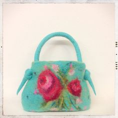 Gorgeous felt bag from @Gillian Harris (Gilliangladrag) Love the colors in this one