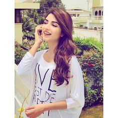 Anupriya Pakistani Actress, Bollywood Actress, Cute Girl Pic, Cute Girls, Kinza Hashmi, Stylish Dpz, Profile Picture For Girls, Pakistani Dresses Casual, Stylish Girls Photos