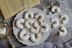 Porhanyós diós kifli bögrésen | Rupáner-konyha Hungarian Recipes, Hungarian Food, Cake Recipes, Cupcake, Cookies, Dios, Crack Crackers, Hungarian Cuisine, Easy Cake Recipes