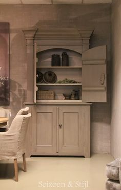 Painted cabinet - S&S hoffz - Melanie Davis World Decor, Scandi Style, Painting Cabinets, Muted Colors, Painted Furniture, Furniture Ideas, Interior Inspiration, Rustic Decor, Home Furnishings