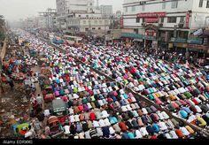 Tongi, Bangladesh. 09th Jan, 2015. Thousands of devotees offer #Juma prayer during the first day of the three-day long Muslim Congregation. #BishwaIjtema. © Zuma/Alamy Live News