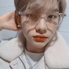 — ♡ how is he so pretty - - - [ straykids bangchan chan kimwoojin woojin leeminho leeknow minho seochangbin changbin hwanghyunjin hyunjin hanjisung han jisung leefelix felix yongbok kimseungmin seungmin yangjeongin jeongin stay ] Btob, Mamamoo, Lee Min Ho, Kids Icon, New Memes, Fall Memes, Funny Memes, Lee Know, Minho