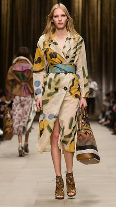 See all the Burberry Prorsum Fall/Winter photos on Vogue. Burberry Prorsum, Burberry 2014, Fashion Week, Winter Fashion, Fashion Show, Fashion Looks, Fashion Trends, Fashion Spring, Mode Simple