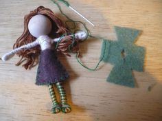 The Enchanted Tree: New Bendy dolls and Tutorial...All you need is pipe cleaners, wooden beads for the head, embroidery floss and a bit of craft glue. For the hair you can use wool roving, yarn or embroidery floss they all work well. The clothing can be made from felt, fabric or silk flowers. You can embellish them with other items and you can be as simple or as creative as you want.