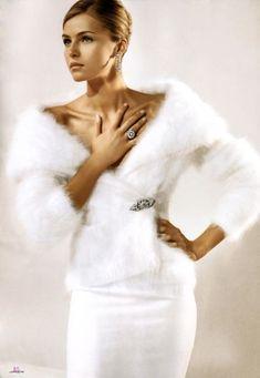 Ralph Lauren-such glamour Fashion Mode, Fur Fashion, White Fashion, Look Fashion, Woman Fashion, Fashion Art, Outfits In Weiss, Ralph Lauren Looks, Valentina Zelyaeva