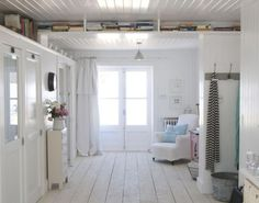 I've been a little under the weather recently and all I want to do is hibernate inside the beautiful interiors by Dave Coot. Log Cabin Living, Cottage Living, Home And Living, Living Room, Coastal Living, Modern Living, White Cabin, Ceiling Shelves, Boarding House