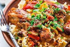 This Chicken Cacciatore is a rustic, hearty chicken dish, a classic Italian comfort food made easy. It& bursting with bright colors and fresh flavor. Cacciatore Recipes, Chicken Cacciatore, Baked Chicken, Chicken Recipes, Pasta Recipies, Healthy Meals For Two, Healthy Recipes, Jo Cooks, Classic Italian Dishes