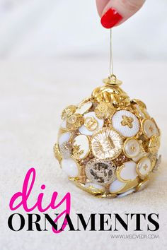 10 easy DIY Christmas ideas (like this cute ornament made out of buttons)! Absolutely LOVE #2!