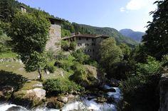 Stretto tra il sole delle #Dolomiti del #Brenta c'è San Lorenzo in Banale, uno dei borghi più belli d'Italia, noto anche per il suo gustosissimo salame alle rape. Scopri i segreti di questo presidio Slow Food #Trentino: http://bit.ly/1HtJ3UI