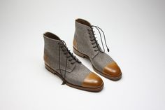 Zonkey Boot hand welted derby boots from burnished calf leather and wool. Calf leather lining, leather soles and leather laces.