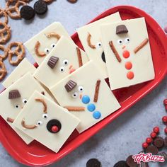 Snowman Reindeer Chocolate Bark is a delicious and festive holiday treat that wi. - DIY,Snowman Reindeer Chocolate Bark is a delicious and festive holiday treat that wi. Snowman Reindeer Chocolate Bark is a delicious and festive holiday. Christmas Snacks, Christmas Cooking, Christmas Goodies, Holiday Treats, Christmas Fun, Holiday Recipes, Holiday Gifts, Diy Christmas Gifts Videos, Christmas Baking For Kids