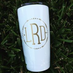 "White powder coated Yeti, 30 oz, with gold monogram ""HHE"" Decals For Yeti Cups, Yeti Decals, Name Decals For Cups, Vinyl Decals, Monogram Cups, Monogram Decal, Rtic Cups, Shilouette Cameo, Vinyl Crafts"