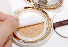 Never knew this existed but I'll be trying it out f… Eye makeup foundation? Never knew this existed but I'll be trying it out for sure. Maybe it makes your eyeshadow last longer? Easy Diy Makeup, Diy Makeup Storage, Simple Makeup, Makeup Organization, Natural Makeup, Simple Eyeshadow, How To Apply Eyeshadow, How To Apply Makeup, Applying Makeup
