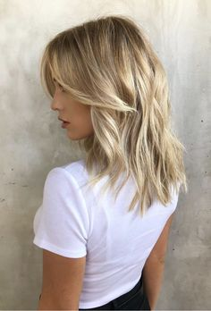 For some reason, the slightest hint of a windchill prompts most people to switch over to darker hues, whether it be with clothing or makeup. And while darker shades rule the season, blonde hair trends for fall 2019 aren't necessarily exempt. Blonde Layered Hair, Blonde Hair Looks, Brown Blonde Hair, Hair Color For Black Hair, Short Blonde, Blonde Hair For Fall, Long Vs Short Hair, Darker Blonde, Different Shades Of Blonde
