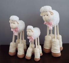 Trio Ovelhas Juju decorativa - 55, 50 e 38 cm -  laço rosa claro. ovelha- decoração…