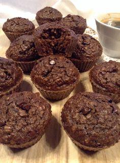 """""""Muffins"""" de alfarroba e café (saudável; sem manteiga, farinha de trigo nem açúcar refinado) Healthy Cake, Healthy Recipes, Banoffee, Sweet Cakes, Cravings, Brunch, Food And Drink, Sweets, Snacks"""