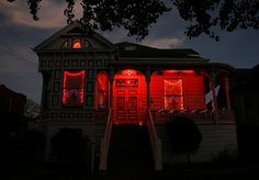 red, house, and night image Autumn Aesthetic, Red Aesthetic, Aesthetic Bedroom, Storyboard, Sainte Cecile, Arte Obscura, Southern Gothic, Bubbline, Spooky Scary
