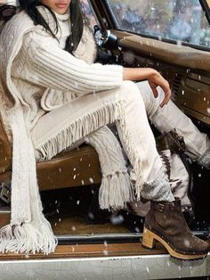 Wrapped up in Polo: Luxe leather fringe brings movement and rich texture to this right-hand stretch twill jean. Pair the bootcut style with a boho top in a tonal palette. Unique Fashion, Womens Fashion, Fashion Trends, Foto Fashion, Moda Boho, Ralph Lauren Style, Mode Style, Boho Tops, Autumn Winter Fashion