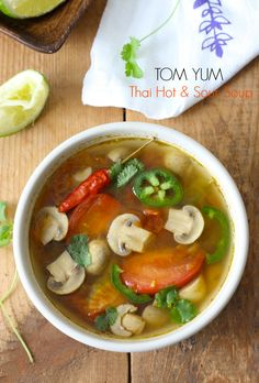 Thai vegetarian tom yum soup recipe by SeasonWithSpice.com