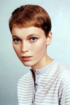 30 Beautiful Portraits of Mia Farrow With Pixie Haircut in the 1960s ~ Vintage Everyday New Short Hairstyles, Cool Braid Hairstyles, Short Pixie Haircuts, Emma Watson Pixie, Emma Watson Short Hair, Pixie Styles, Short Hair Styles, Cut Her Hair, Hair Cuts