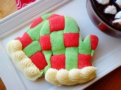 A fun, festive Christmas cookie! These Basket Weave Mitten Cookies are a soft and crispy sugar cookie perfect for the holidays and your next cookie exchange! {Video Below} Christmas is right around the corner so you know I am in the kitchen baking all the things. I saw these cookies on Pinterest and knew I...
