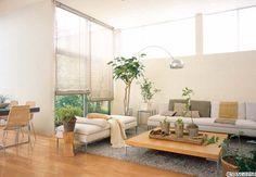 リビング×ナチュラルモダンベージュ、ブラウンのアースカラーを基調にしたリビングです。ファブリックや家具も自然の風合い、質感が特徴的なものを使用しています。籐の家具やグリーンを合わせることで、より趣のある空間にすることができます。