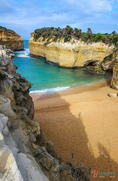 Loch Ard Gorge along the Great Ocean Road. Check out this 3 week itinerary that takes in the best of Australia!