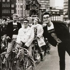 The Smiths, Morrissey.i simply adore this pic. 80s Music, Music Love, Good Music, Indie, The Smiths Morrissey, Johnny Marr, Charming Man, Britpop, Post Punk