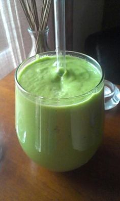 Alkaline green smoothie (from the alkaline sisters): I am not usually a smoothie person, but this looks good.