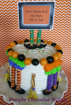 Adorable Halloween cake with decorating tips from Purple Chocolat Home Halloween Party Themes, Halloween Cookies, Halloween Boo, Halloween Ideas, Awesome Cakes, Cute Cakes, Cake Topper Tutorial, Cake Toppers, Decorating Tips