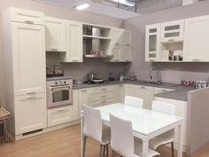 Cucina in legno avorio 03 in offerta a 4700 € completa di elettrodomestici, trasporto e montaggio.    #kitchen #kitchendesign #offertecucine #cucine #madeinitaly #svuotatutto #scontiarredo #scontimobili #arredamento
