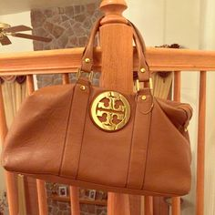 """Fake Tory Burch bag Tory Burch bag. Perfect condition. No scrapes or cuts. Well kept. Approximately 9""""x16"""" Bags"""